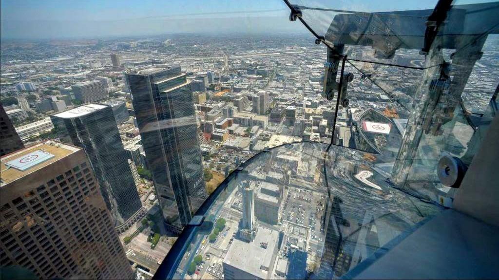 OUE-Skyspace-Slide-Los-Angeles-new-wayfarer-michał-fic-zjeżdżalnia