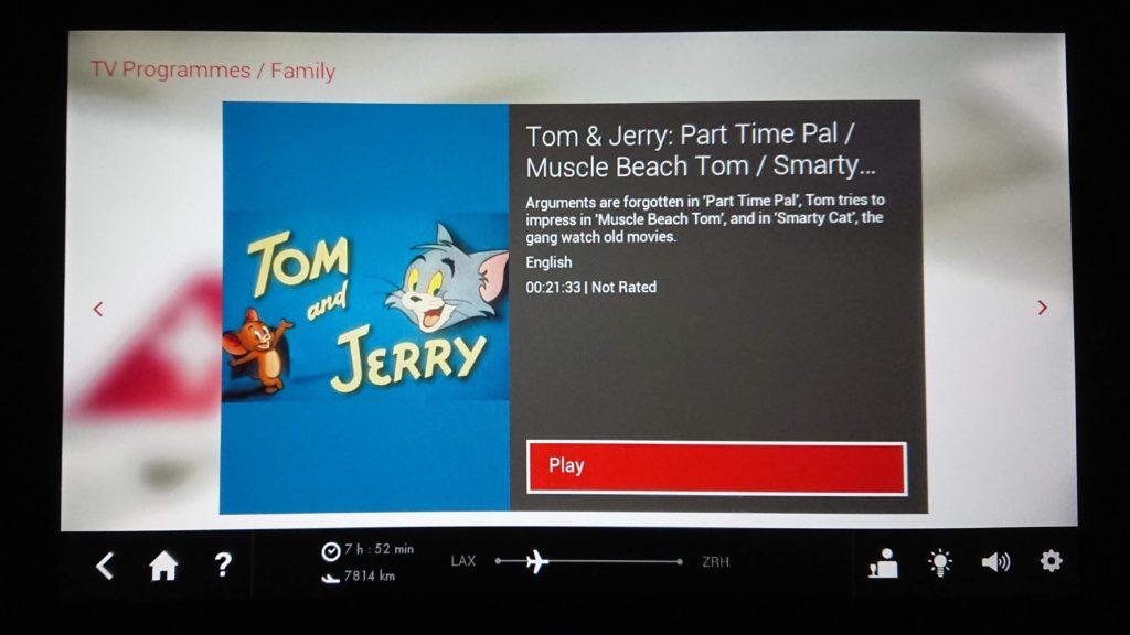 Kreskówka Tom i Jerry na telewizorze w samolocie