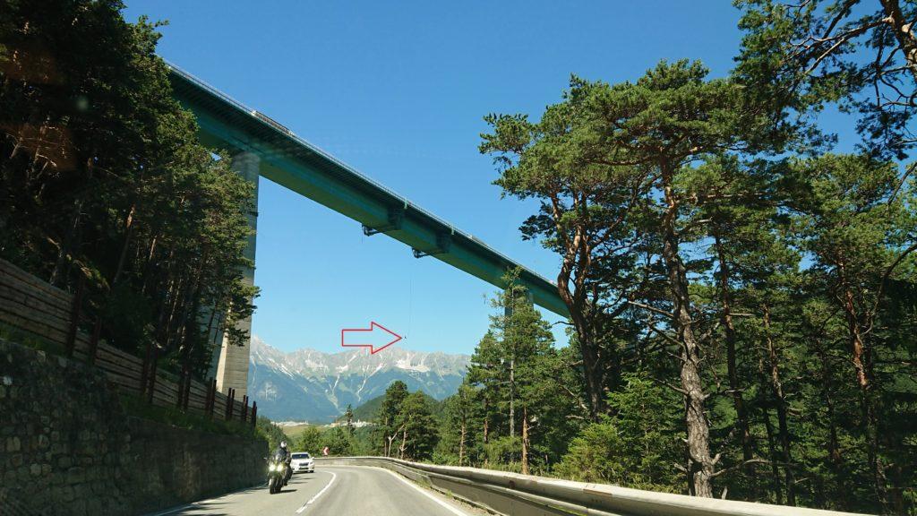 Skoki bungee z mostu Europabrücke
