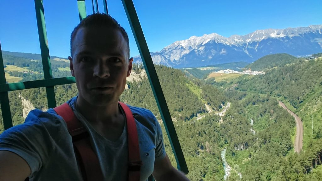Skok bungee z mostu Europabrücke