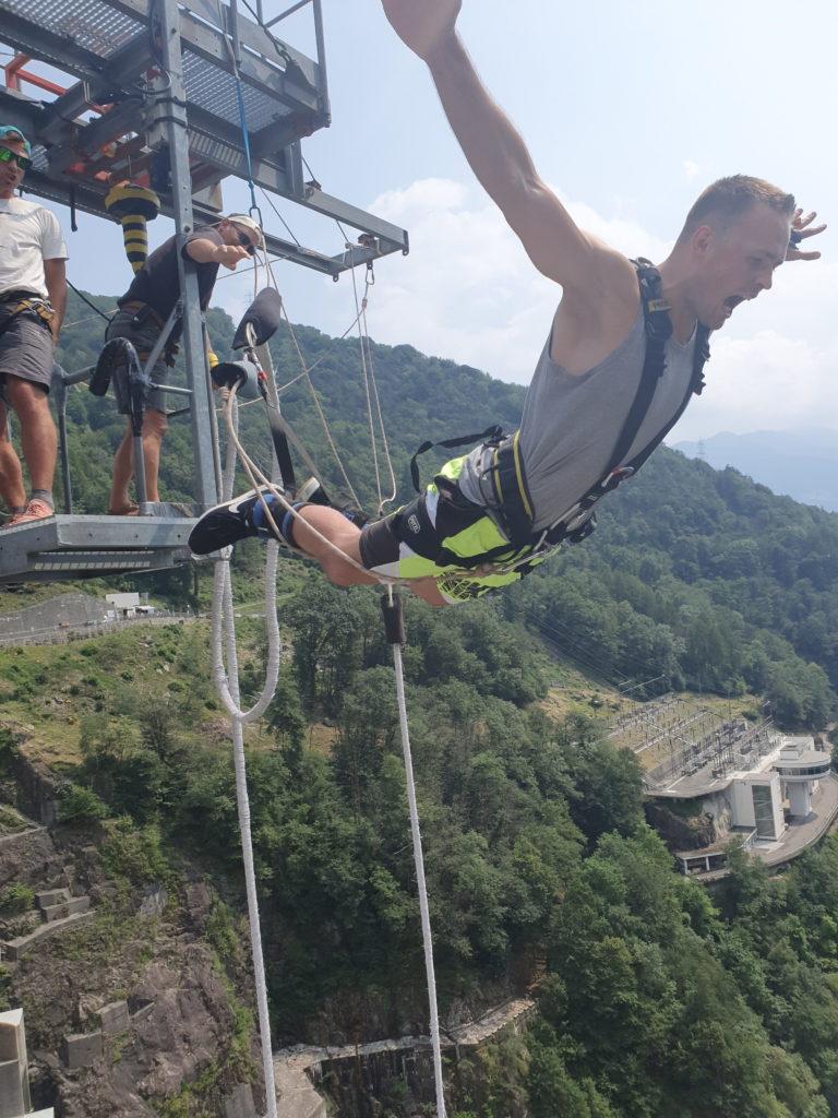 contra-dam-verzasca-dam-bungee-bungy-szwajcaria-michał-fic-new-wayfarer-james-bond-jump-goldeneye