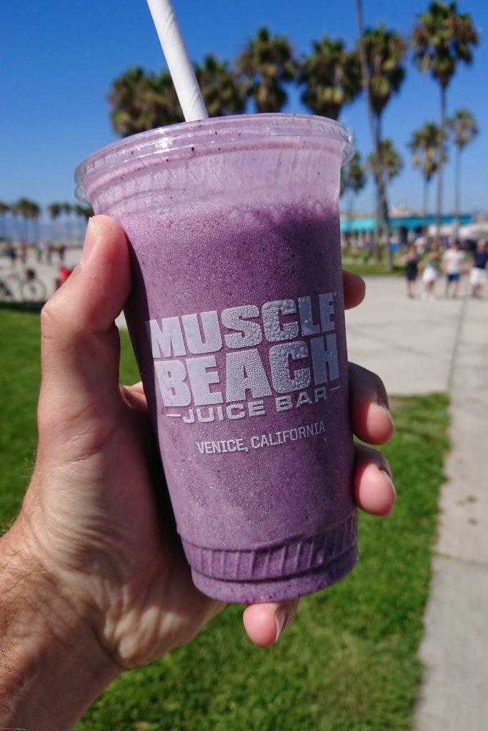 Proteinowy drink na plaży w Venice Beach