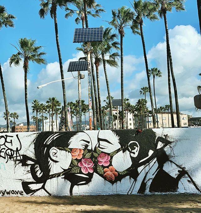 los-angeles-santa-monica-venice-mural-coronavirus-milosc-w-czasach-zarazy-koronawirus
