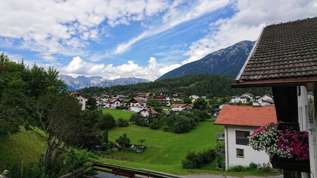 panorama górskiej wioski w letni dzień