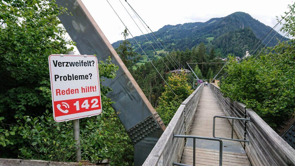 Znak informujący dla ludźmi z problemami