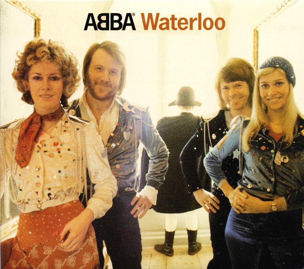 Zespół ABBA na oładce albumu Waterloo